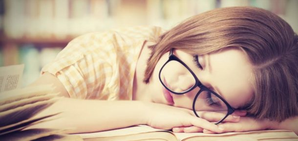 Uykunuzu alıyor ama yine de tükenmiş mi hissediyorsunuz? Bilim insanları yalnız olmadığınızı söylüyor