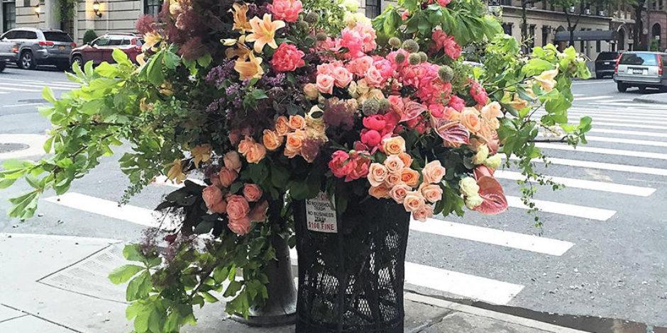 New York'taki çöp kutularını çiçek buketlerine çeviren mis kokulu iş!