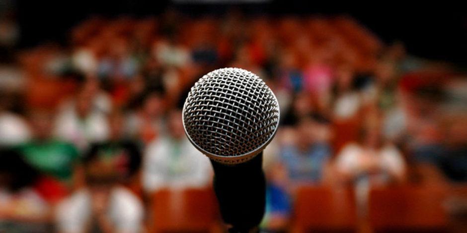 Topluluk karşısında konuşmak için kazanmanız gereken beceriler