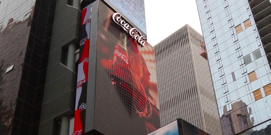 Coca-Cola'nın 3D reklamı görenleri hayrete düşürdü