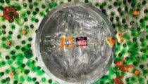 Coca-Cola geri dönüştürülmüş şişelerin başrolde olduğu stop motion reklamını yayınladı